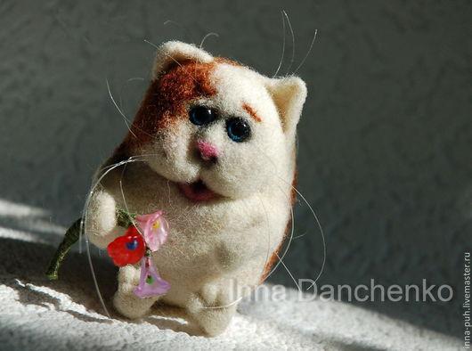 Игрушка кот валяный, котик с цветами, котик из шерсти, кот валяный из шерсти, Данченко Инна