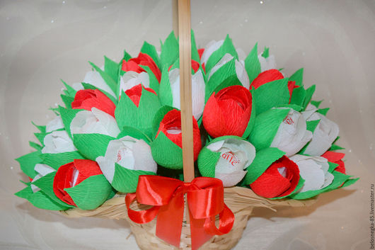 Букеты ручной работы. Ярмарка Мастеров - ручная работа. Купить Корзина с конфетами Рафаэлло (Большая). Handmade. Подарок, букет в подарок