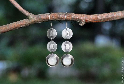 """Серьги ручной работы. Ярмарка Мастеров - ручная работа. Купить Серьги серебряные """"Полнолуние"""" с лунным камнем. Handmade. Белый, полнолуние"""