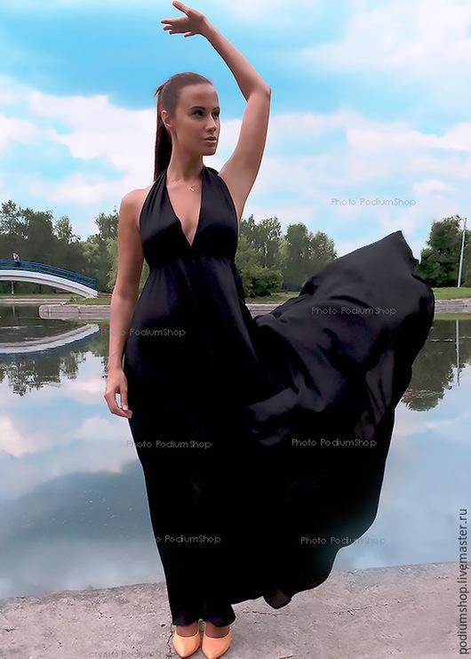 Платье в пол с открытой спиной черное