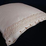 Подушка лоскутная с кружевом