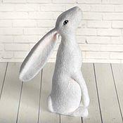 Куклы и игрушки ручной работы. Ярмарка Мастеров - ручная работа Белый кролик. Интерьерная игрушка из шерсти. Handmade.