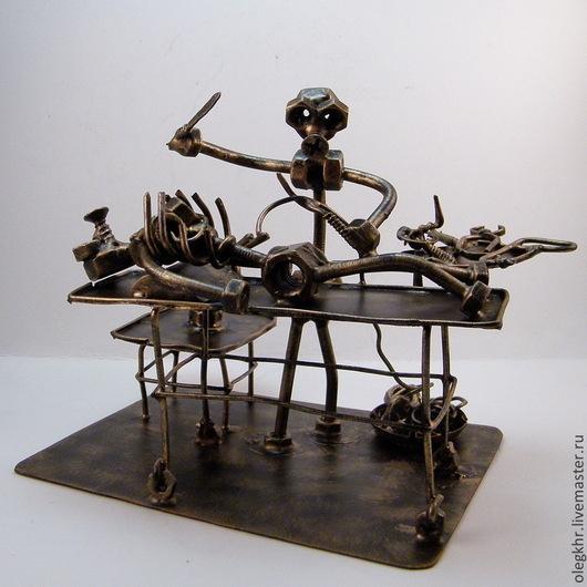 Миниатюрные модели ручной работы. Ярмарка Мастеров - ручная работа. Купить Патологоанатом. Handmade. Скульптурная миниатюра, сувенир из гаек и болтов