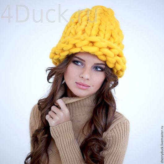 Самая модная шапка зимой 2015-2016 года. Изготовлена вручную из 100% шерсти мериноса, крупной вязки. Очень теплая. Цвет: жёлтый. Есть возможность изготовить в любом цвете.