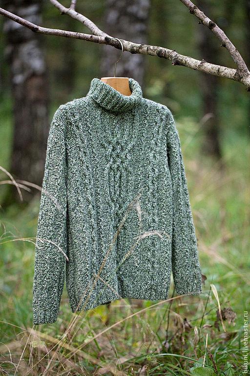Кашемировый детский свитер ручной вязки. Высокое горлышко, араны. Фотограф: Анна Рыбалко.