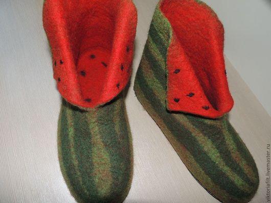 """Обувь ручной работы. Ярмарка Мастеров - ручная работа. Купить Валяные тапочки """"Арбузики"""". Handmade. Зеленый, теплые тапки"""