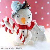 Елочные игрушки ручной работы. Ярмарка Мастеров - ручная работа Снеговик новогодний из фетра. Handmade.