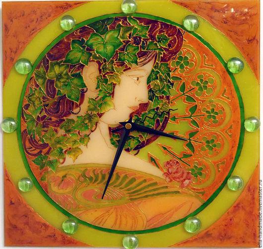 Часы для дома ручной работы. Ярмарка Мастеров - ручная работа. Купить Часы стеклянные с витражной росписью Девушка Альфонса Мухи с плющом. Handmade.
