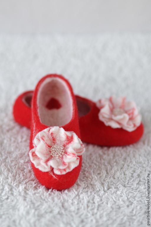 Обувь ручной работы. Ярмарка Мастеров - ручная работа. Купить Тапки из войлока. Handmade. Ярко-красный, тапочки валяные