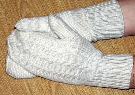 """Варежки, митенки, перчатки ручной работы. Ярмарка Мастеров - ручная работа. Купить Варежки вязаные утеплённые белые """"Заметённые косички"""". Handmade."""