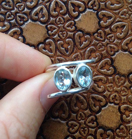 Кольца ручной работы. Ярмарка Мастеров - ручная работа. Купить Кольцо с голубыми топазами. Handmade. Голубой, кольцо 2 камня