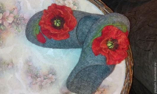 Обувь ручной работы. Ярмарка Мастеров - ручная работа. Купить тапочки валяные Маки. Handmade. Домашние тапочки, красный