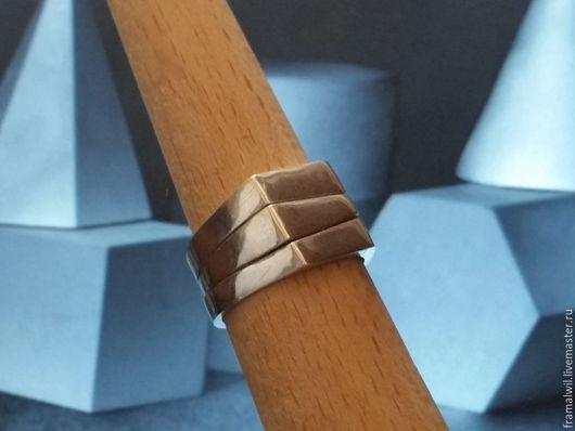Кольцо можно собрать как одно цельное колечко на котором видны соединения