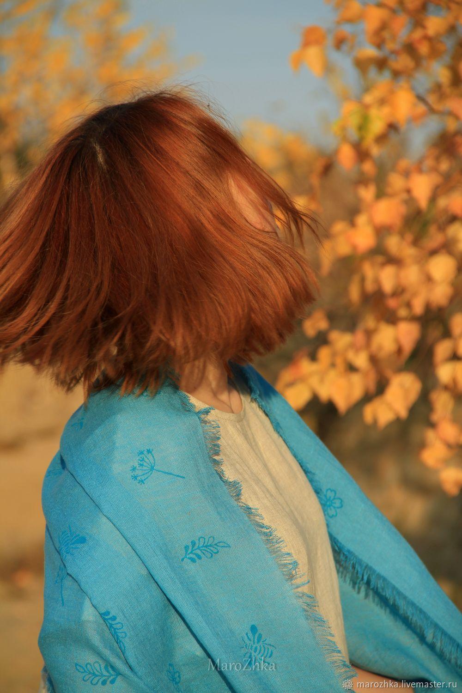 Шарф льняной Полёт шмеля Ручная набойка бирюзовый – купить на Ярмарке Мастеров – MNRHERU | Шарфы, Коломна