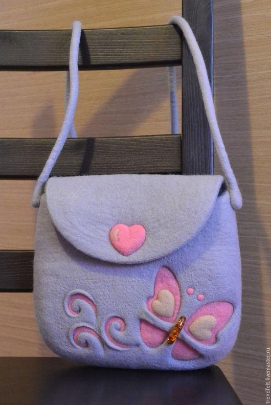 """Женские сумки ручной работы. Ярмарка Мастеров - ручная работа. Купить Сумочка валяная """"Грэя"""", валяная сумка с бабочкой, валяная сумка серая. Handmade."""