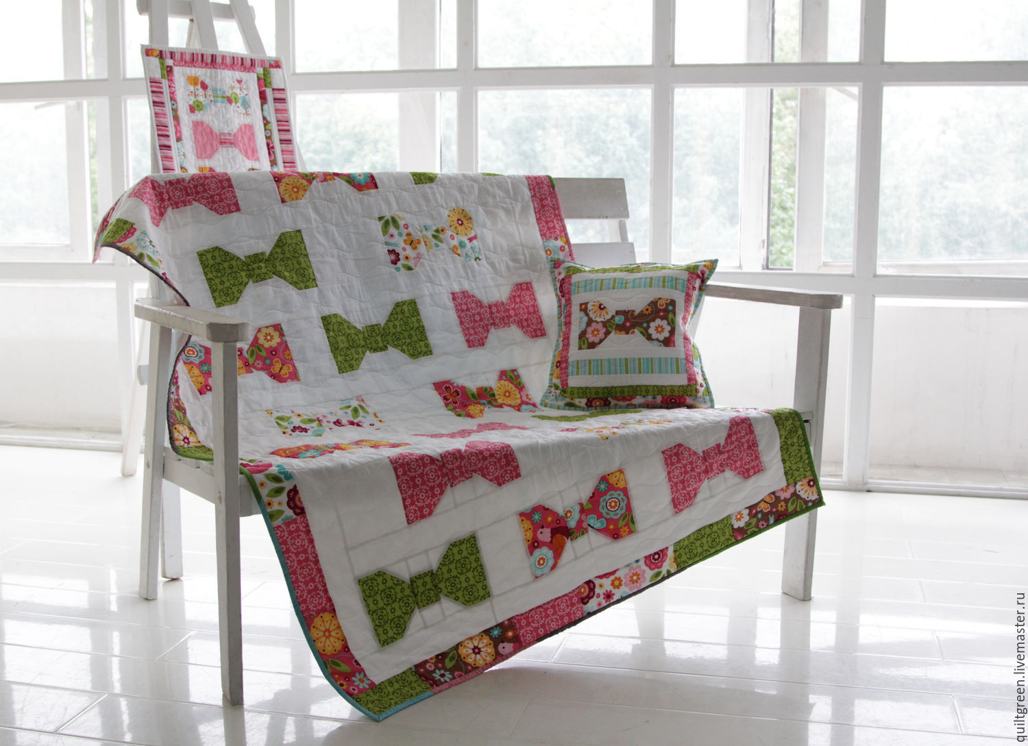 Patchwork quilt with pillowcase, and mural 'Bows', Baby blanket, St. Petersburg,  Фото №1