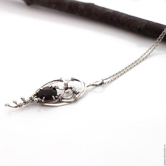 Серебряное украшение с гранатом, кулон из серебра авторская работа
