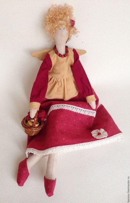 Куклы Тильды ручной работы. Ярмарка Мастеров - ручная работа. Купить Рябиновые бусы (Интерьерная кукла ангел тильда ). Handmade.