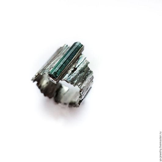 Кольца ручной работы. Ярмарка Мастеров - ручная работа. Купить Кольцо с кристаллом турмалин. Handmade. Серебряный, тёмно-зелёный, грубое