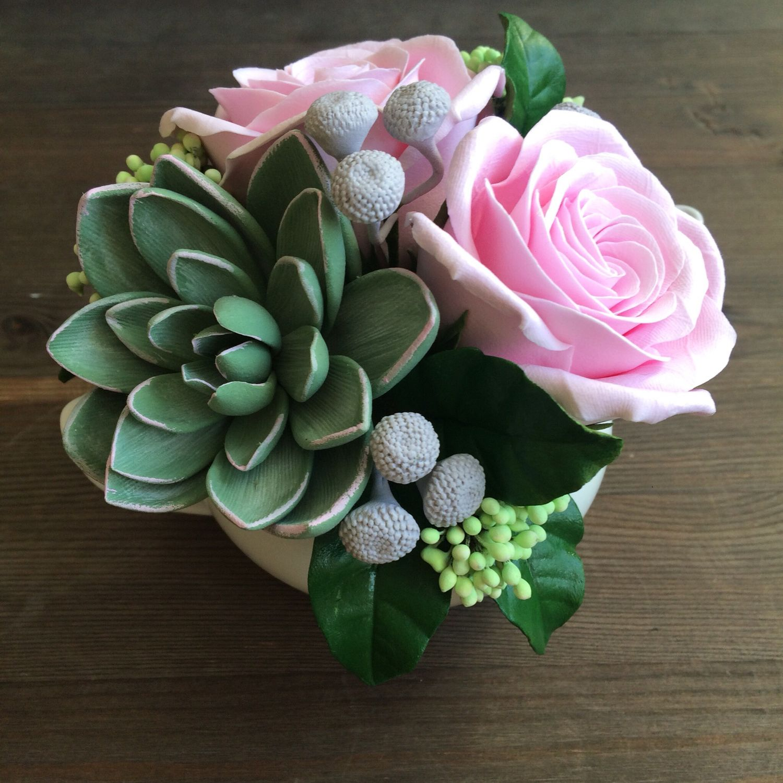 5e4b0aba Букет с розами и суккулентом в чайнике – купить в интернет-магазине ...