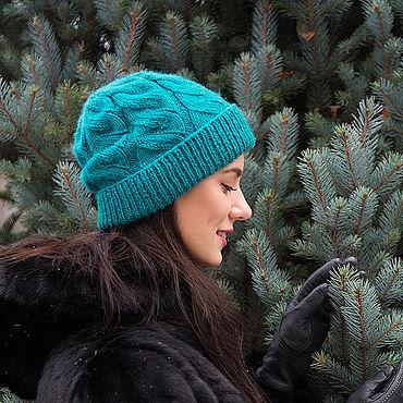 Аксессуары ручной работы. Ярмарка Мастеров - ручная работа Женская шапка изумрудного цвета с деликатным добавлением люрекса. Handmade.