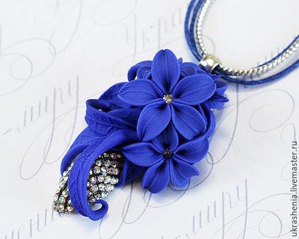 Кулон подвеска синего цвета из полимерной глины и страз. цена 900р
