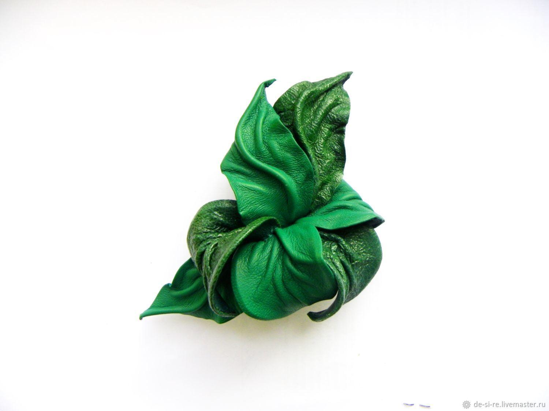 Заколка автомат для волос цветок из кожи `Изумрудный Город` зеленая изумрудная. Красивая заколка цветок из кожи Подарок женщине девушке.Купить заколку в подарок в Москве Красивая заколка цветок купить