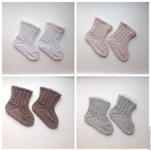 Белые носочки изготовлены из пряжи составом 40% кролик,60% акрил.