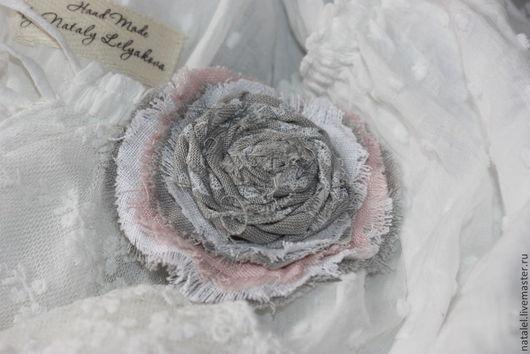 Броши ручной работы. Ярмарка Мастеров - ручная работа. Купить Брошь бохо цветок льняная, цветы из ткани. Handmade. Серый
