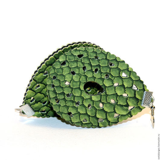 Серьги ручной работы. Ярмарка Мастеров - ручная работа. Купить Серьги длинные ,зеленые .под кожу рептилии, серебристая фурнитура. Handmade.