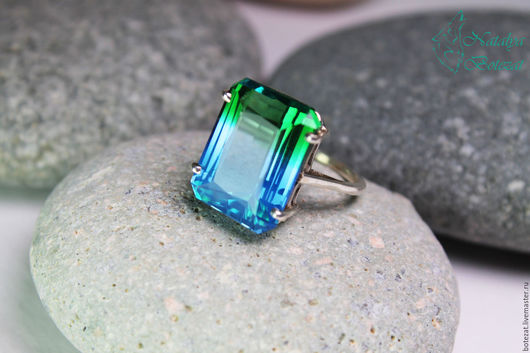 Шикарное кольцо с биколорным сине голубым мятным зеленым редким натуральным кварцем на серебре 925 подарок девушке женщине коллеге купить