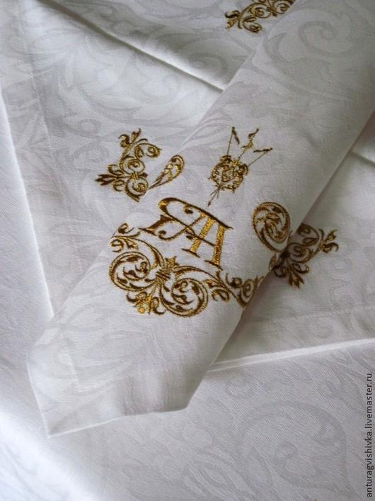 Вышитые салфетки и Вышитая скатерть  Антиквар - прекрасный подарок на свадьбу, на день рождения. Вышитые салфетки и Вышитая скатерть  Антиквар станут не только украшением интерьера семьи, но и семейной реликвией.
