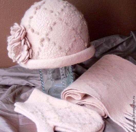 Шапка валяная. Шапка  `Нежный рассвет`. Шапка ручной работы. Шапка в комплекте с варежками и шарфом. Теплая шапка согреет вас в самые холодные времена.