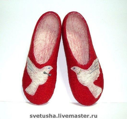 """Обувь ручной работы. Ярмарка Мастеров - ручная работа. Купить Валяные войлочные тапочки """"Голубки"""". Handmade. Войлочные валяные тапочки"""
