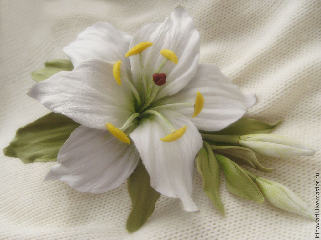 The Colors Of The Skin Coration Brooch Pin White Lily Shop