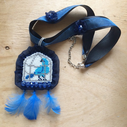 Кулоны, подвески ручной работы. Ярмарка Мастеров - ручная работа. Купить Вышитый кулон из бисера и бусин с перьями Синяя птица. Handmade.