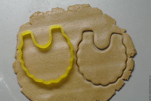 """Кухня ручной работы. Ярмарка Мастеров - ручная работа. Купить Форма для пряников и печенья """"Слюнявчик"""". Handmade. Желтый, форма для выпечки"""