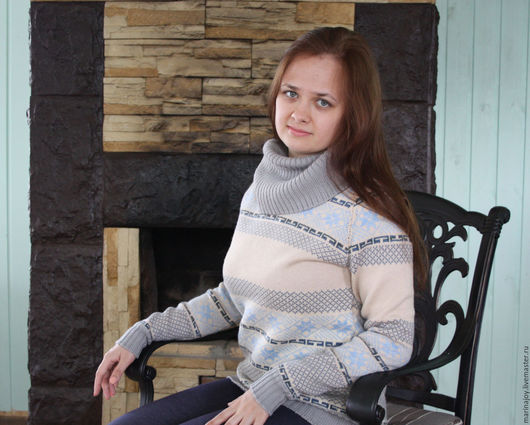 Теплый вязаный свитер `У камина`
