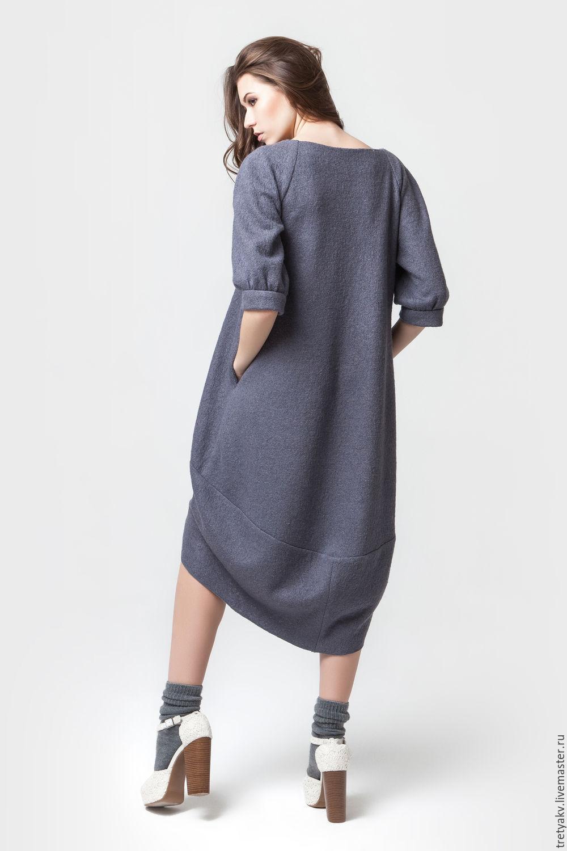 Шерстяное платье с вышивкой