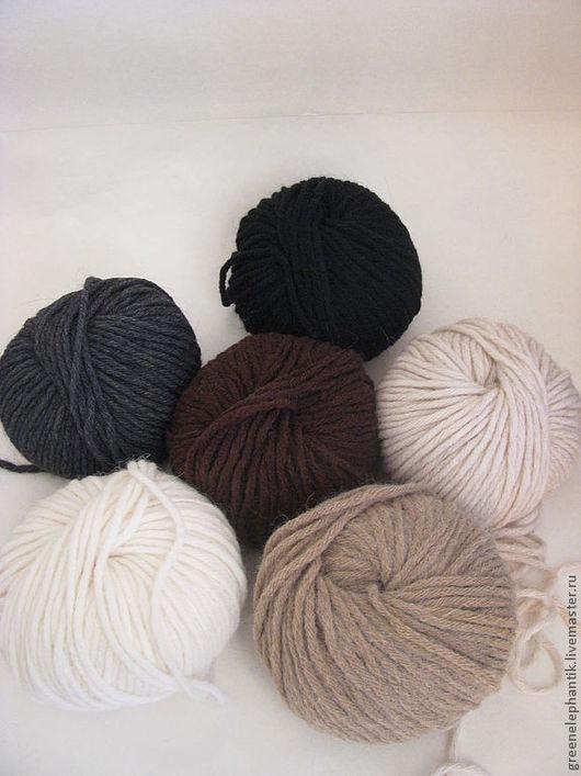 Итальянская пряжа `Mega Alpaka` -превосходное качество. Прекрасный выбор для вязания и декорирования валяных изделий. Хорошо использовать для комбинации вязаных частей изделия с валяными.
