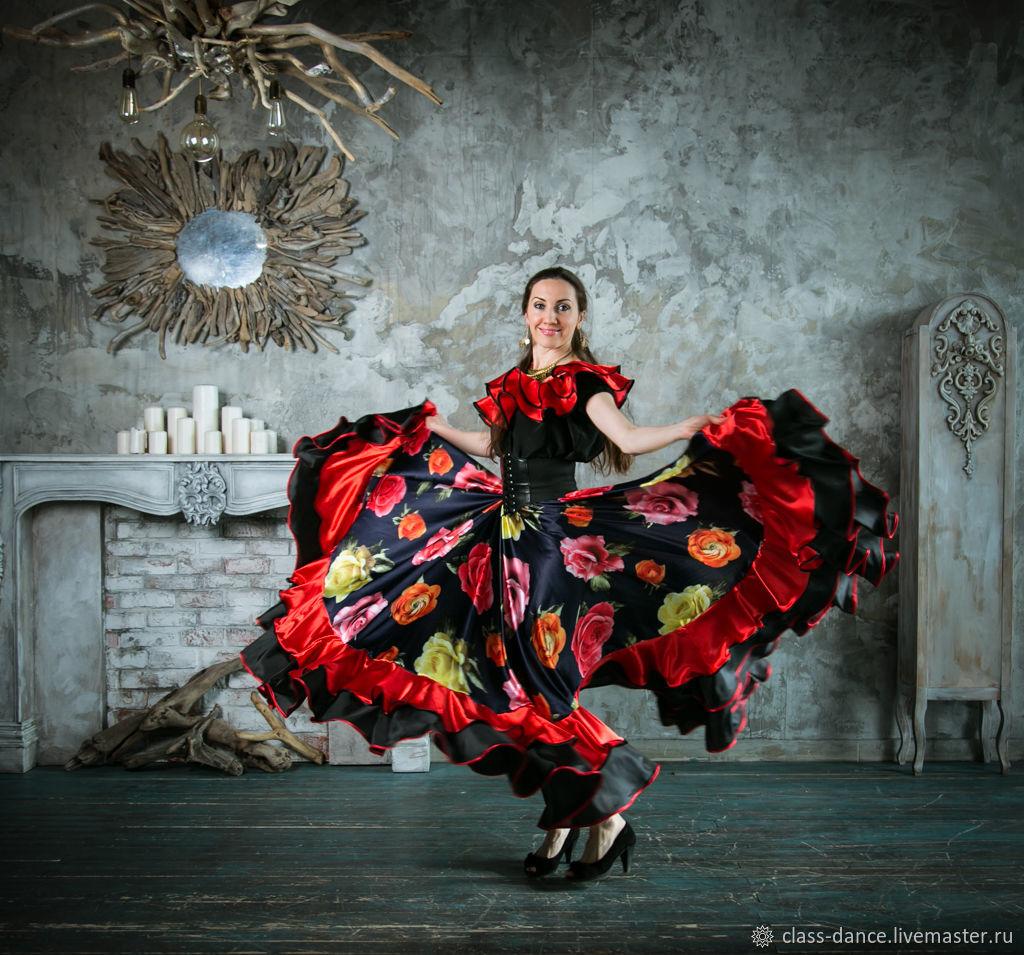 В данный момент так называется импровизационная манера танца, сочетающая в себе элементы салонного и таборного танца, рассчитанная на возможность выбрать оптимальные движения с учётом сложившейся обстановки: ну просто очень стыдно!