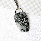 Подвеска ручной работы. Ярмарка Мастеров - ручная работа Кулон из полимерная глины Скрытая красота. Handmade.