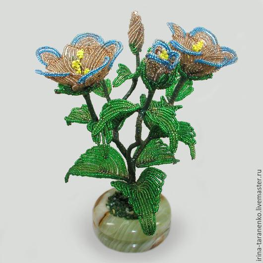 Цветок из бисера `Эустома` в чаше из оникса