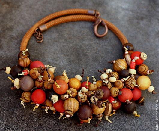 Колье, бусы ручной работы. Ярмарка Мастеров - ручная работа. Купить колье из полимерной глины и деревянных бусин поздняя осень. Handmade.