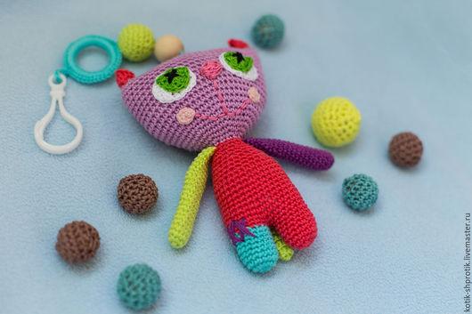 Развивающие игрушки ручной работы. Ярмарка Мастеров - ручная работа. Купить Вязаная развивающая игрушка-погремушка для малыша Котик. Handmade.