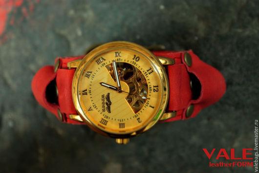 Часы наручные женские коралл на браслете из натуральной кожи кораллового цвета.