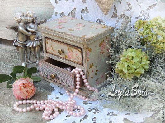 миникомод подарок к праздику для Ваших украшений Серое с розовым