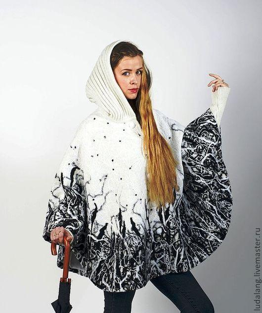 """Пончо ручной работы. Ярмарка Мастеров - ручная работа. Купить Пончо """"Черные снежинки"""". Handmade. Чёрно-белый, оригинальное пальто"""
