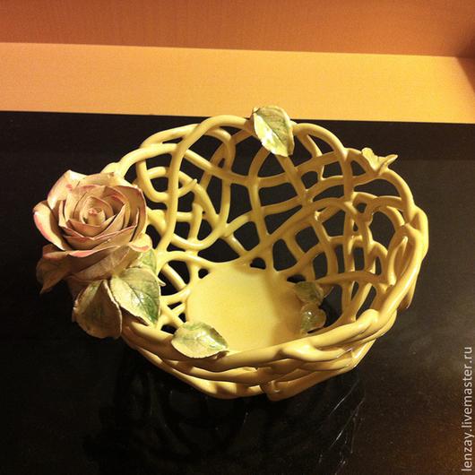 Конфетница `Ваниль`. Плетеная керамика и керамические цветы Елены Зайченко