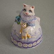 Сувениры и подарки ручной работы. Ярмарка Мастеров - ручная работа Кошка с игрушкой - колокольчик. Handmade.